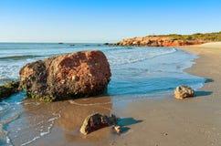 Пляж Playa del Moro в Alcossebre, Испании Стоковые Изображения RF