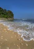 Пляж Pok Tunggal, Jogjakarta, Индонезия Стоковая Фотография