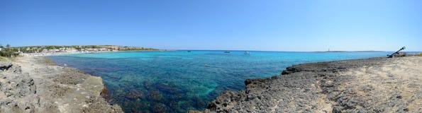Пляж Punta Prima в Менорке, Испании Стоковое Изображение RF