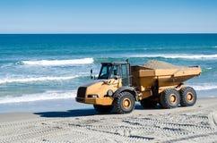 Пляж Renourishment с самосвалом Стоковая Фотография