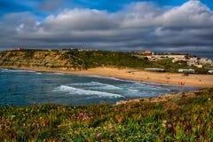 Пляж St Julians в Ericeira Португалии стоковые фото