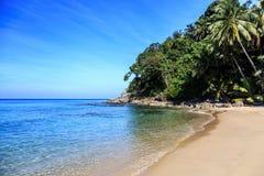 Пляж Surin, Пхукет, Таиланд стоковые изображения