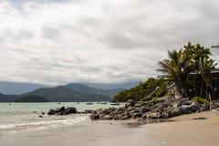 Пляж Ubatuba Стоковые Изображения