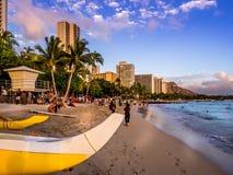 Пляж Waikiki на заходе солнца Стоковая Фотография