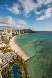 Пляж Waikiki с кратером головы диаманта Стоковые Фотографии RF