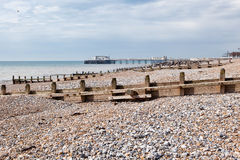 Пляж Worthing, западное Сассекс, Великобритания стоковое фото