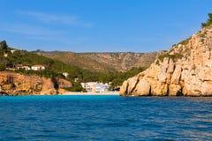 Пляж Xabia Javea Cala Granadella в Аликанте Испании Стоковое фото RF