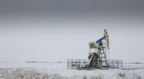 Работая нефтяная скважина нефти и газ Стоковое Изображение