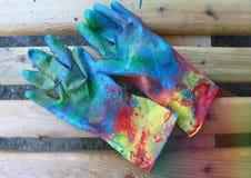 Работая перчатки в пестрой краске Стоковая Фотография