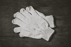 Работая перчатки на деревянном Стоковые Фотографии RF