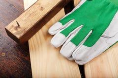 Работая перчатки на журнале Стоковые Изображения RF