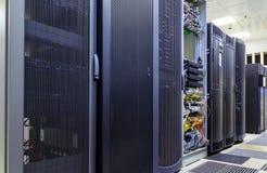 Работая сервер компьютера для latticed дверей стоковое фото rf