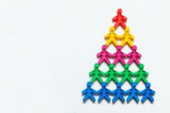 Работая символ пирамиды покрашенных людей на белой предпосылке Стоковые Фотографии RF