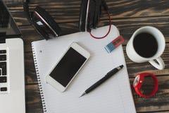 Работая стол с компьтер-книжкой, мобильным телефоном, наушниками, кофе Стоковое Изображение