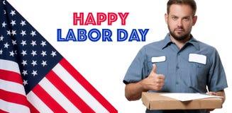 работа дня счастливая флаг США работник доставляющий покупки на дом с пакетом стоковая фотография