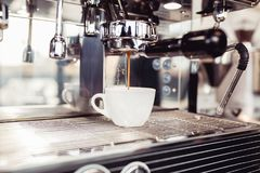Работа и интерьеры кофейни стоковые фото