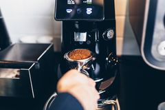 Работа и интерьеры кофейни стоковые изображения rf