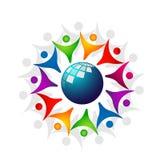 Работа команды соединения людей разнообразия глобуса празднуя дизайн логотипа элемента значка символа логотипа торжества здоровья иллюстрация вектора