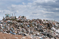 работа места захоронения отходов бульдозера Стоковое Фото