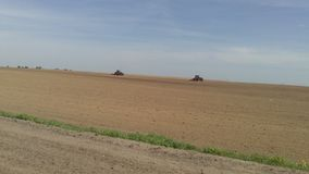 Работа на местах весны на тракторах Стоковые Фото