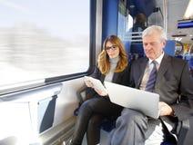 Работа онлайн на поезде Стоковые Изображения RF