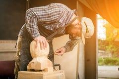 Работа плотника с деревянным Стоковое фото RF