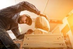 Работа плотника с деревянным Стоковая Фотография RF