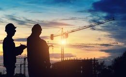 Работа положения инженера силуэта на конструкции Стоковая Фотография RF