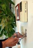 Работа проводки ` s инженер-электрика в Японии Стоковое Изображение