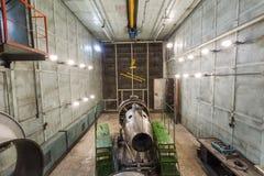 Работа ремонта турбины двигателя на стойке Стоковая Фотография