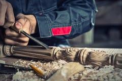работа следов журнала вставкы плотника грубая круглая стоковая фотография rf