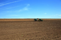 Работа трактора земля Стоковая Фотография