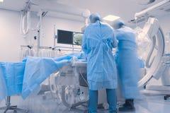 Работа хирургов в современном cathlab Стоковое Изображение