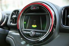 Работа parktronic на дисплее автомобиля стоковое изображение