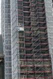 3 работника в подъеме конструкции на St-Bavo-собор Стоковые Изображения