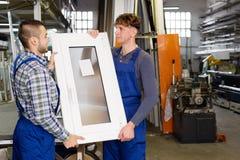 2 работника в форме Стоковое Фото