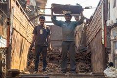 2 работника на тележке Стоковое Фото