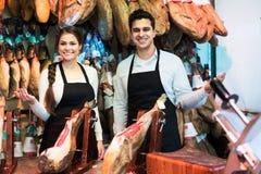2 работника продавая jamon Стоковое Фото