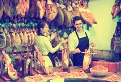 2 работника продавая jamon Стоковое фото RF