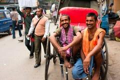 2 работника рук-вытягиванной усмешки рикши Стоковое Изображение RF