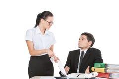 2 работника споря и говоря о деле. Стоковое Изображение RF