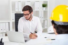 2 работника строительной фирмы Стоковое фото RF