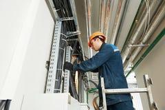 2 работника электрика на привязывать Стоковые Изображения RF