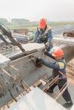 2 работника mouning пядь моста Стоковые Фотографии RF