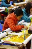 Работники вышивают с шелком Стоковое Фото