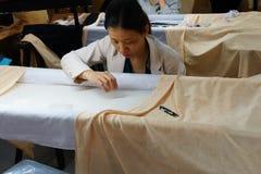 Работники вышивают с шелком Стоковые Фото