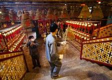 Работники в Man Mo Temple Стоковое Изображение RF
