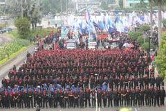 Работники демонстрируют для живущей зарплаты Стоковая Фотография