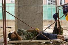 Работники имеют пролом на строительной площадке Стоковые Изображения