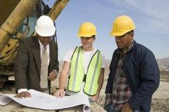 Работники инженера на встреча на месте Стоковое Фото